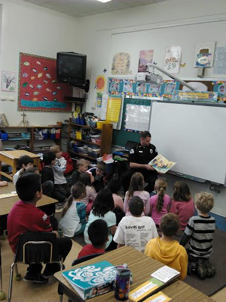 School Resource Officer Brad Schroeder reads to Delavan-Darien third graders.
